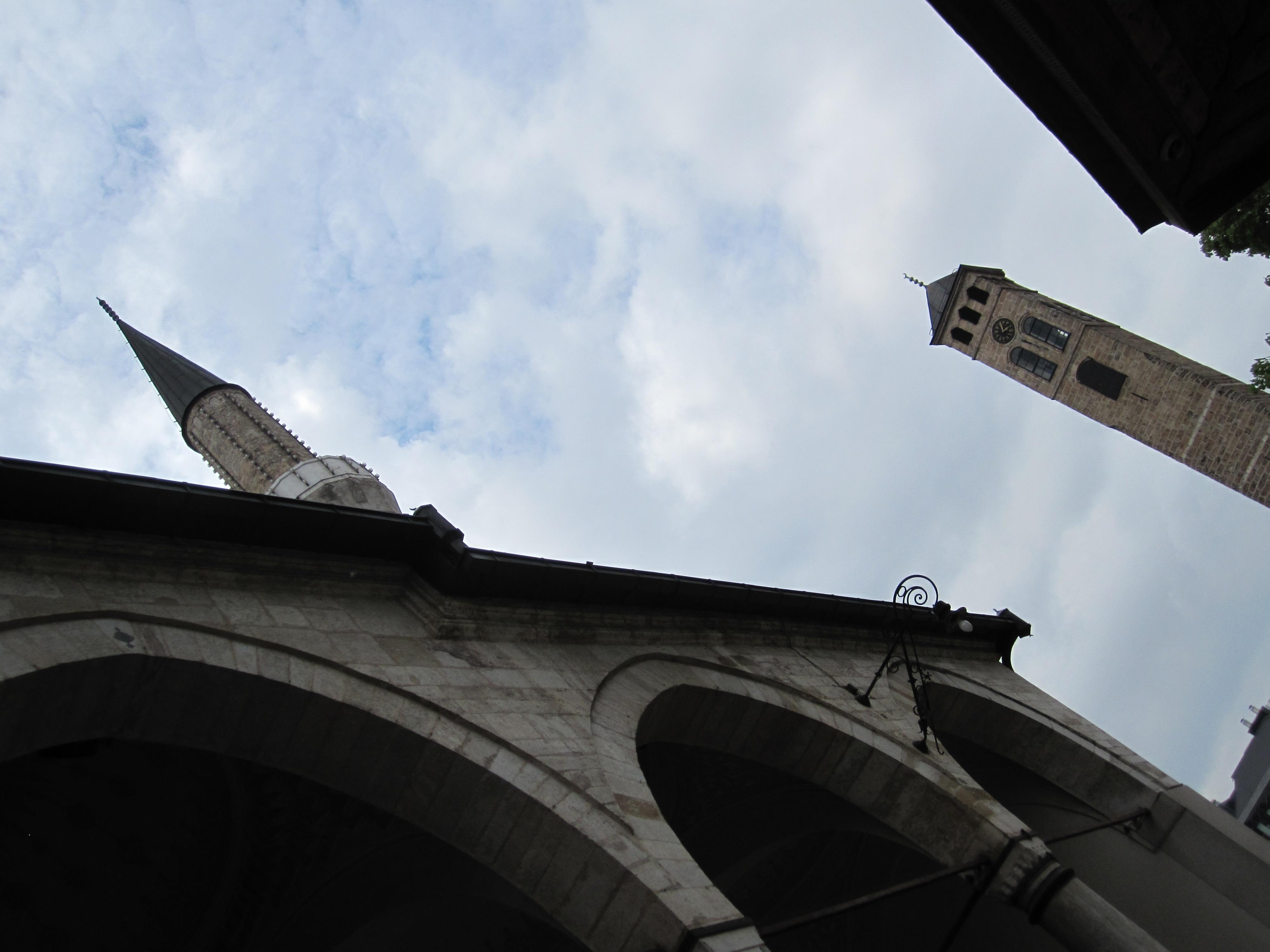 Kad sat zazvoni na kuli kraj Begove džamije